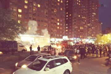 Bakıda avtomobil yanıb, yolda sıxlıq yaranıb - [color=red]FOTO[/color]