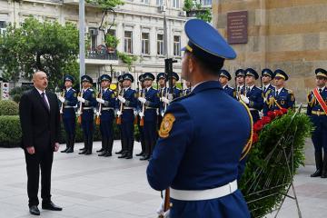 Президент Ильхам Алиев посетил памятник, возведенный в честь Азербайджанской Демократической Республики - [color=red]ОБНОВЛЕНО[/color]