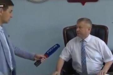 В России чиновник уложил на лопатки журналиста - [color=red]ВИДЕО[/color]