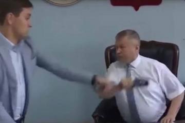 Rusiyada jurnalisti döyən icra başçısına qarşı cinayət işi başladılıb - [color=red]VİDEO[/color]