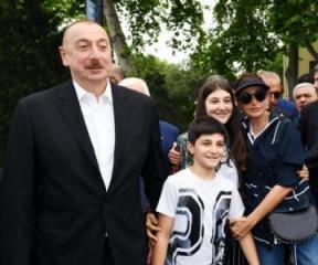 President Ilham Aliyev and first lady Mehriban Aliyeva toured Seaside National Park