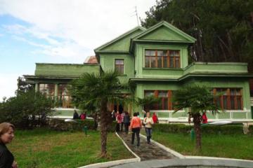 Gürcüstanda Stalinin villası satışa çıxarılıb