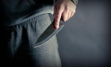В Баку молодому человеку нанесли два ножевых ранения
