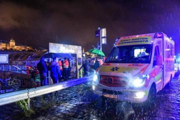 Dunay çayında turist qayığı batıb, 7 nəfər ölüb