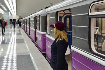 В бакинском метро женщина бросилась под поезд