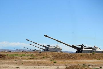 Azərbaycan Ordusunda özüyeriyən haubitsalardan döyüş atışları keçirilib
