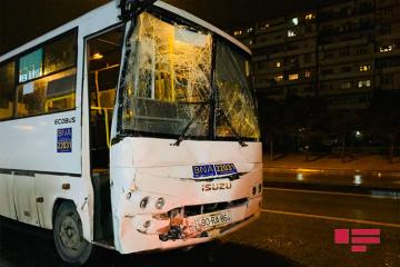 Two buses collide in Baku, 8 injured - [color=red]PHOTO[/color]