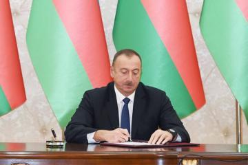 Президент присвоил почетные звания работникам азербайджанского телевидения и радио