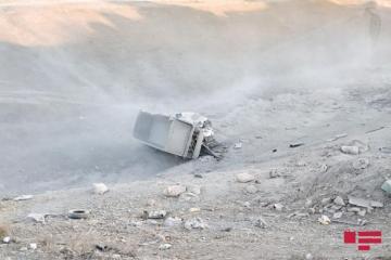 В Шамахы грузовик рухнул в оврагс 45-метровой высоты - [color=red]ФОТО[/color]