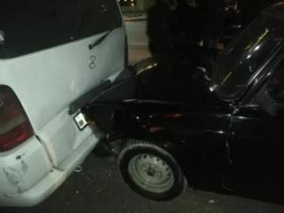 В Баку микроавтобус столкнулся с грузовиком, есть раненые - [color=red]ФОТО[/color]