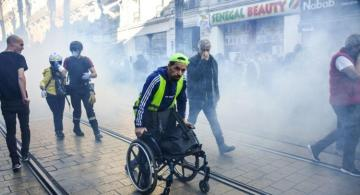 6 wounded in France as police deploy tear gas against Yellow Vests