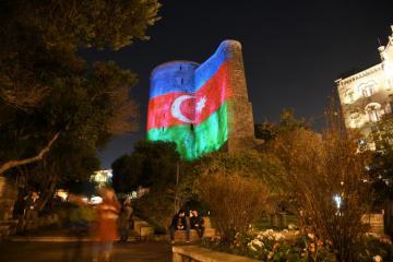 Баку окрасился в цвета азербайджанского флага - [color=red]ФОТО[/color] - [color=red]ВИДЕО[/color]