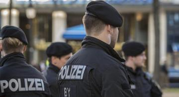 В Германии по обвинению в подделке документов и организации незаконной миграции задержаны азербайджанцы