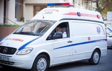 В Хырдалане автомобиль сбил женщину