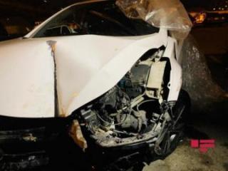 В Баку мотоцикл столкнулся с машиной, есть пострадавшие - [color=red]ФОТО[/color]