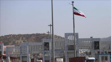 Iraq closes southern border with Iran at Tehran's request
