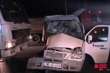 В Баку столкнулись два грузовика, погиб сын одного из водителей - [color=red]ФОТО[/color] - [color=red]ВИДЕО[/color]