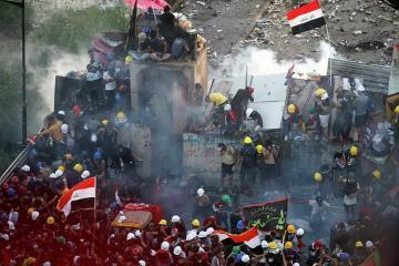 İraq etiraz aksiyalarına görə İranla sərhəd keçidini bağlayıb