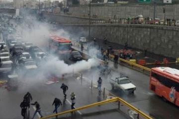 İranda benzinin bahalaşması əleyhinə keçirilən aksiyalar zamanı bir polis öldürülüb