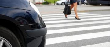 В Баку автомобиль сбил женщину