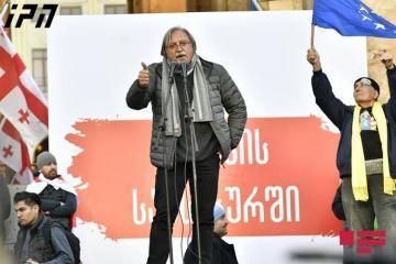 """Gürcüstan Vahid Milli Hərəkat Partiyasının lideri: """"Parlamenti bağlamağa başlamışıq, bu gecə nə bacardığımızı göstərəcəyik"""""""