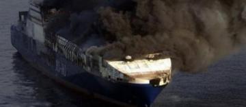 Yaponiya dənizində göyərtəsində 13 rus vətəndaşı olan gəmi yanıb