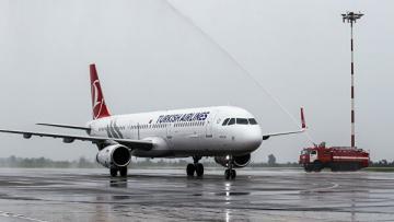 Самолет Turkish Airlines повредил шасси при посадке в аэропорту Одессы