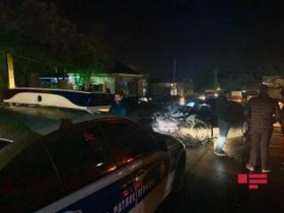В Баку столкнулись два автомобиля, пострадал водитель