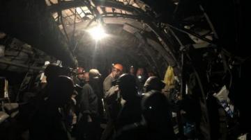Двое рабочих числятся пропавшими без вести после ЧП на шахте в РФ