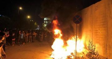 В Ираке демонстранты подожгли иранское консульство
