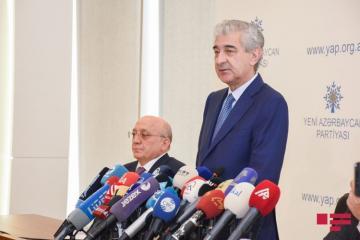 """Əli Əhmədov: """"Parlamentin buraxılmasına qeyri-adi yanaşmaq lazım deyil"""""""