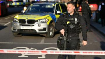 Police shoot knife man dead on London Bridge, mayor hails bystanders' bravery