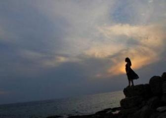 В Баку девушка умерла, прогуливаясь по берегу моря