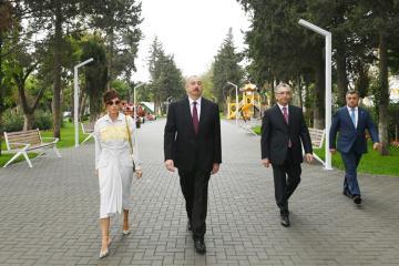 Prezident İlham Əliyev Bakının Atatürk prospektində yerləşən parkda yaradılan şəraitlə tanış olub