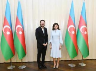 Mehriban Əliyeva Sami Yusufa Azərbaycan Prezidentinin fəxri diplomunu təqdim edib