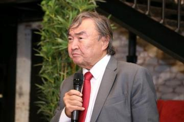 """Oljas Süleymenov: """"Ədəbiyyat üzrə Nobel mükafatı daha çox təsadüfi adamlara verilir"""""""
