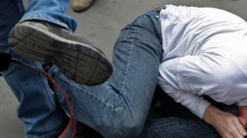 В Баку неизвестный жестоко избил 24-летнего мужчину