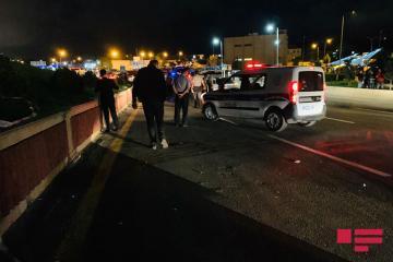 В Баку мужчина нанес жене 20 ударов ножом посреди улицы - [color=red]ФОТО[/color]