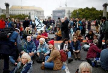 London police arrest 21 climate change protesters as mass action starts