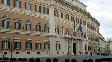 İtaliya Parlamenti deputatların sayını 345 nəfər azaldacaq