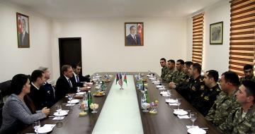 US ambassador meets with Azerbaijani servicemen