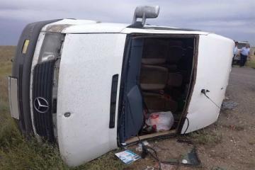В Агстафе перевернулся микроавтобус, пострадали 9 человек