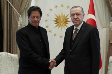 Pakistanın baş naziri Türkiyənin Suriyadakı əməliyyatlarını dəstəkləyib