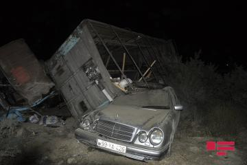 Водитель «КамАЗ»а тяжело ранен при ДТП с «легковушкой» в Гаджигабуле - [color=red]ФОТО[/color]