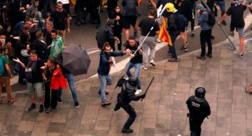 Catalan pro-independence protesters and police clash in Barcelona