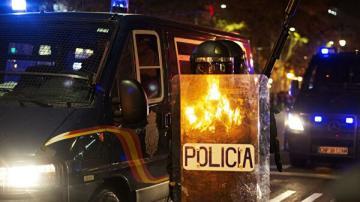 В центре Барселоны проходят массовые беспорядки