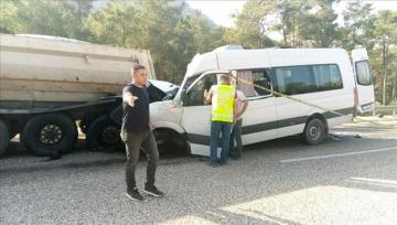 2 dead, 11 injured in traffic accident in Turkey