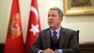 Глава МО Турции заявил о готовности Анкары возобновить операцию в Сирии