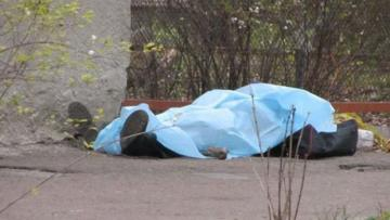 В Баку на улице обнаружен труп мужчины