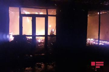В Кюрдамире на рынке дотла сгорели 12 магазинов - [color=red]ФОТО[/color]